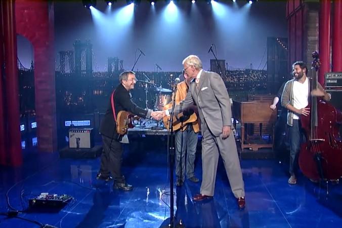 Letterman shaking Buffalo's hand.
